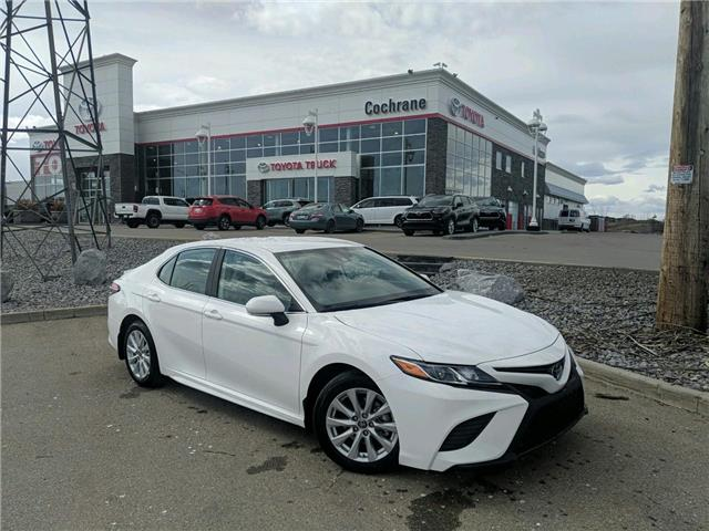 2020 Toyota Camry SE (Stk: 200361) in Cochrane - Image 1 of 16