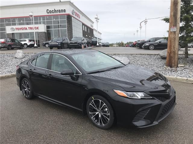 2020 Toyota Camry SE (Stk: 200444) in Cochrane - Image 1 of 24