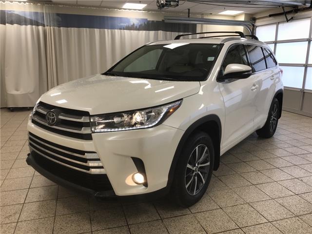 2018 Toyota Highlander XLE (Stk: 3126) in Cochrane - Image 1 of 18