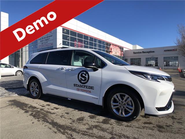2021 Toyota Sienna XSE 7-Passenger (Stk: 210252) in Calgary - Image 1 of 17