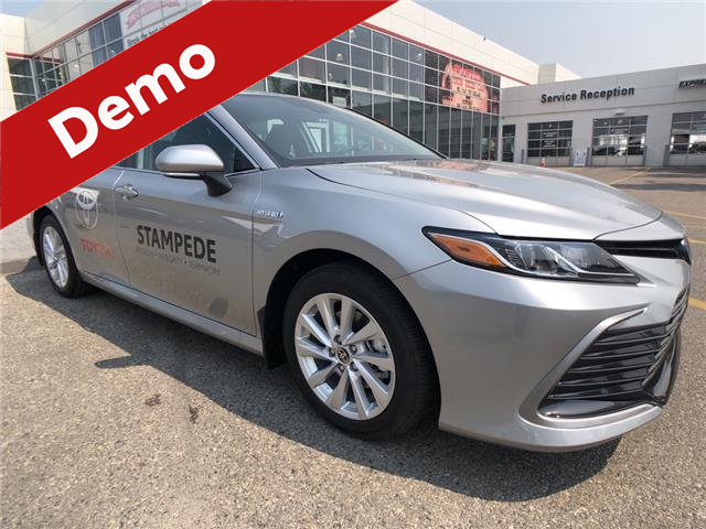 2021 Toyota Camry Hybrid LE (Stk: 210751) in Calgary - Image 1 of 11