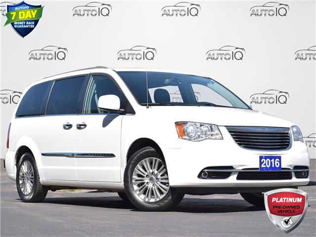 2016 Chrysler Town & Country Touring-L (Stk: LP0860A) in Waterloo - Image 1 of 17