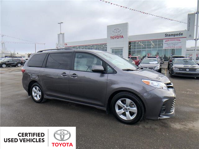 2019 Toyota Sienna 7-Passenger (Stk: 9018A) in Calgary - Image 1 of 27