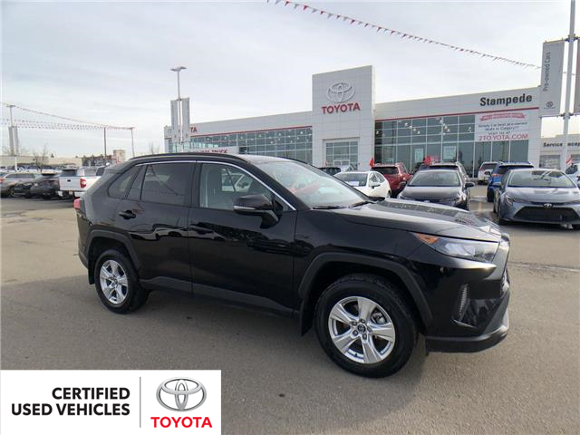 2019 Toyota RAV4 LE (Stk: 9042A) in Calgary - Image 1 of 26