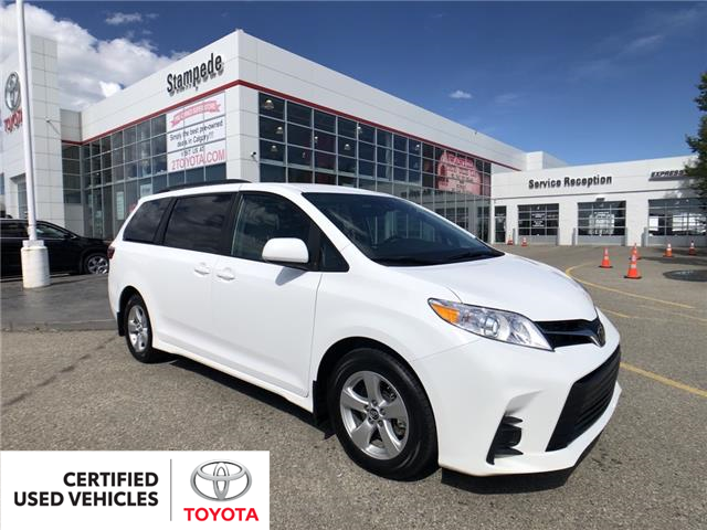 2019 Toyota Sienna LE 8-Passenger (Stk: 9116A) in Calgary - Image 1 of 27