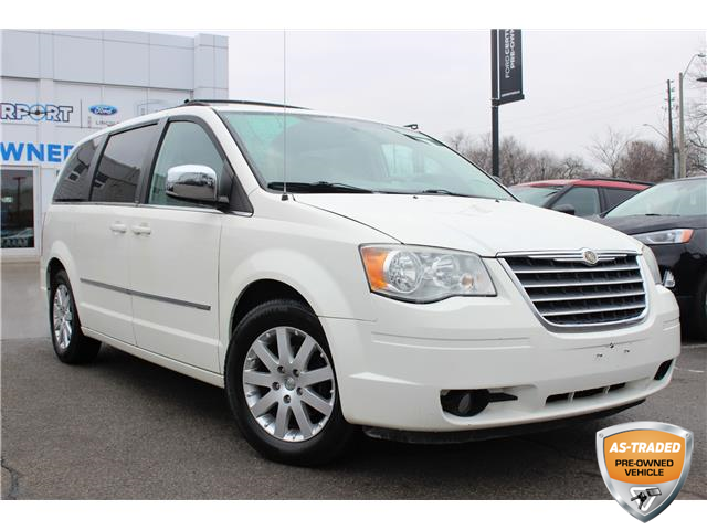 2010 Chrysler Town & Country Touring (Stk: A0H1125X) in Hamilton - Image 1 of 18