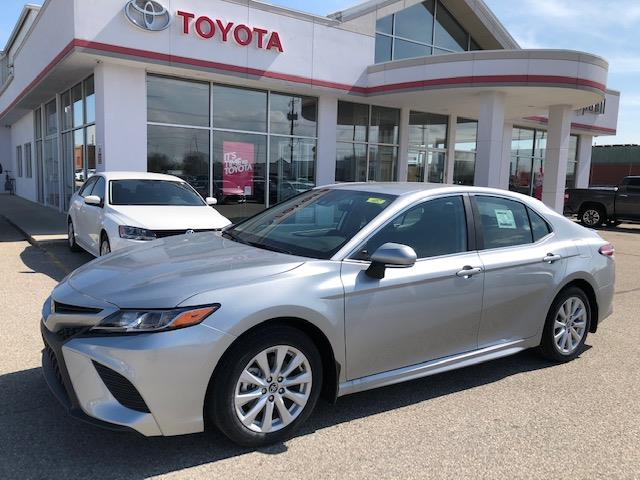 2020 Toyota Camry SE (Stk: 42166) in Chatham - Image 1 of 9