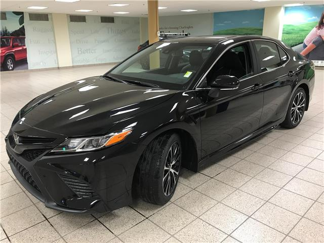 2020 Toyota Camry SE (Stk: 200981) in Calgary - Image 1 of 21