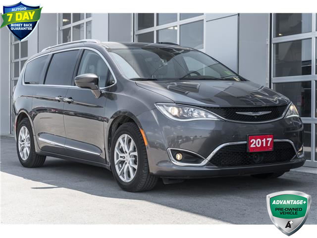 2017 Chrysler Pacifica Touring-L Plus (Stk: 43604AU) in Innisfil - Image 1 of 28