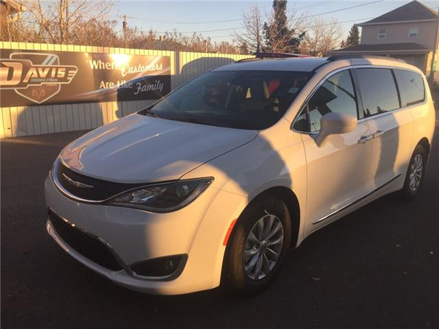 2017 Chrysler Pacifica Touring-L (Stk: 9944) in Fort Macleod - Image 1 of 25