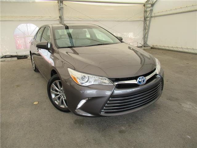 2015 Toyota Camry Hybrid XLE (Stk: ST2041) in Calgary - Image 1 of 26