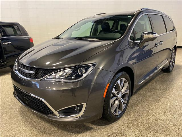2017 Chrysler Pacifica Limited (Stk: P12528) in Calgary - Image 1 of 26