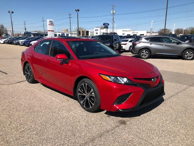 2020 Toyota Camry SE (Stk: 42240) in Chatham - Image 1 of 10