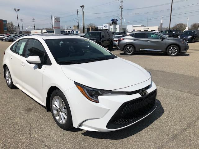 2020 Toyota Corolla LE (Stk: 42004) in Chatham - Image 1 of 10