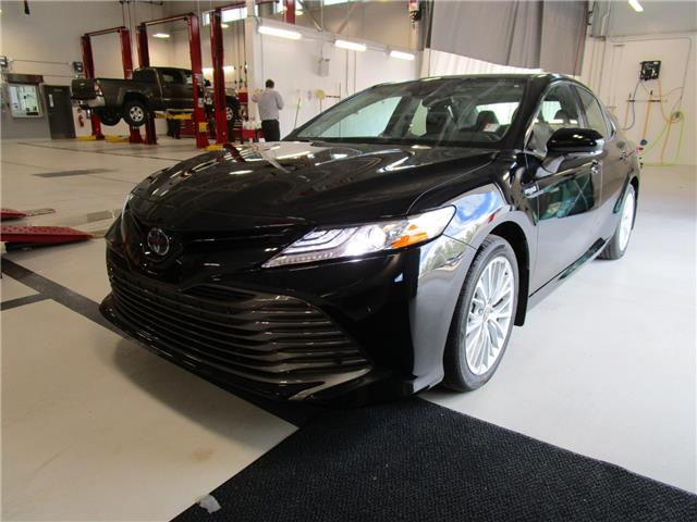 2020 Toyota Camry Hybrid XLE (Stk: 208078) in Moose Jaw - Image 1 of 29