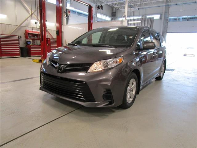 2020 Toyota Sienna CE 7-Passenger (Stk: 209174) in Moose Jaw - Image 1 of 33