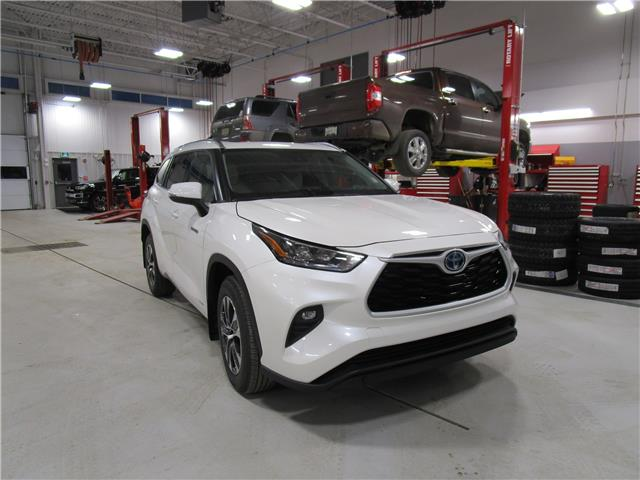2021 Toyota Highlander Hybrid XLE (Stk: 219018) in Moose Jaw - Image 1 of 40