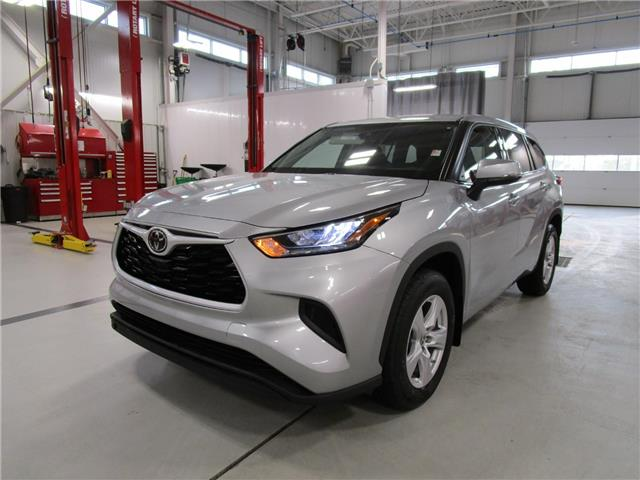 2020 Toyota Highlander LE (Stk: 209206) in Moose Jaw - Image 1 of 40