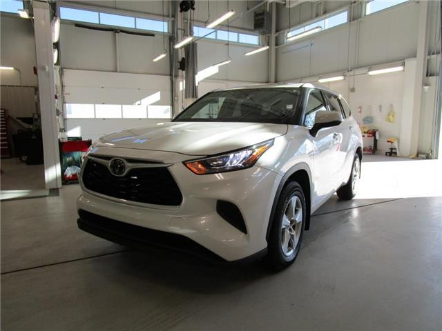 2020 Toyota Highlander LE (Stk: 209203) in Moose Jaw - Image 1 of 36