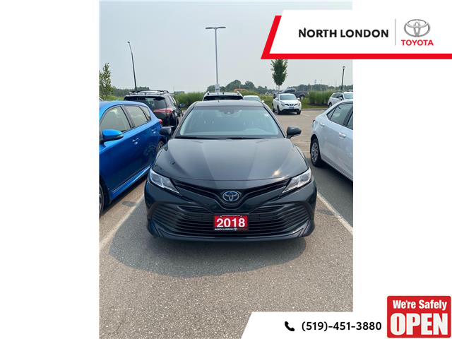 2018 Toyota Camry Hybrid LE (Stk: A221632) in London - Image 1 of 4