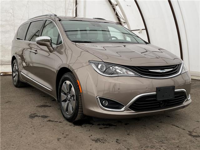 2018 Chrysler Pacifica Hybrid Limited (Stk: 210216A) in Ottawa - Image 1 of 41
