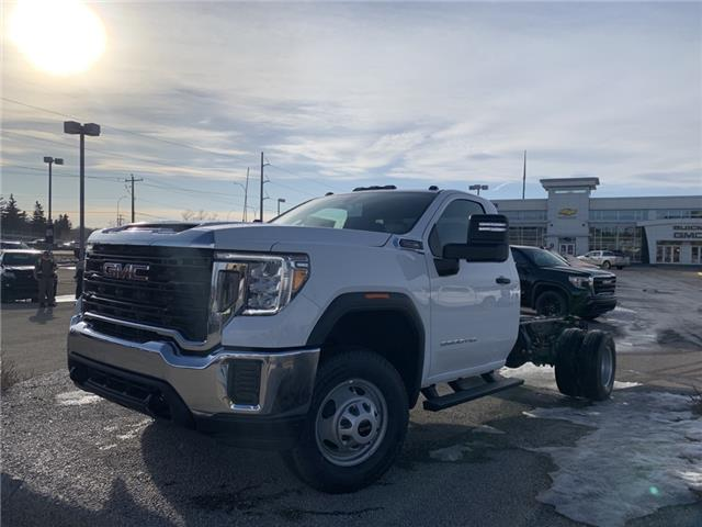 2021 GMC Sierra 3500HD Base (Stk: MF189620) in Calgary - Image 1 of 23