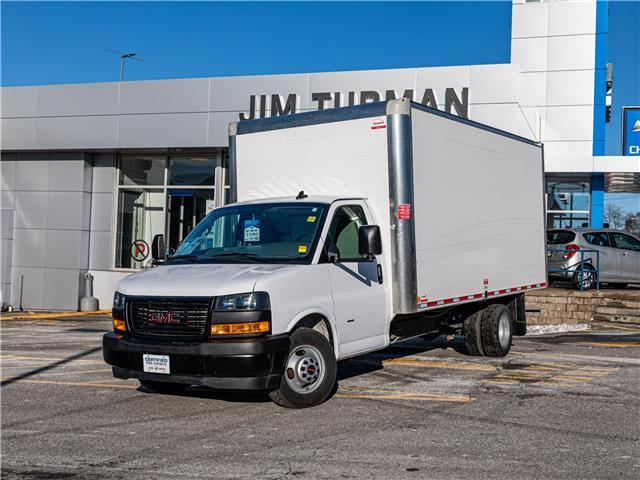 2019 GMC Savana Cutaway Work Van (Stk: R9906) in Ottawa - Image 1 of 17