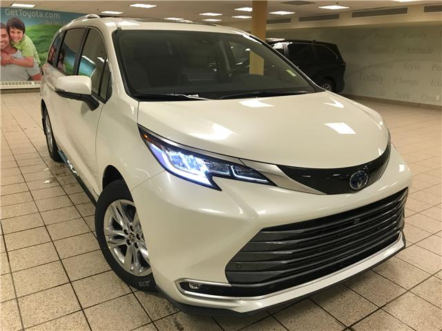 2021 Toyota Sienna Limited 7-Passenger (Stk: 210476) in Calgary - Image 1 of 23