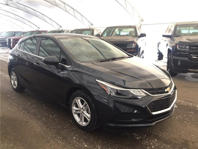 2018 Chevrolet Cruze LT Auto (Stk: 161172) in AIRDRIE - Image 1 of 24