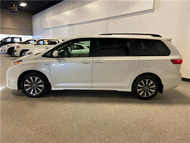 2020 Toyota Sienna XLE 7-Passenger (Stk: P12591) in Calgary - Image 1 of 26