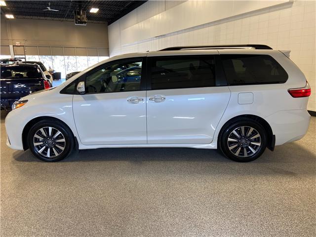 2019 Toyota Sienna XLE 7-Passenger (Stk: P12649) in Calgary - Image 1 of 30