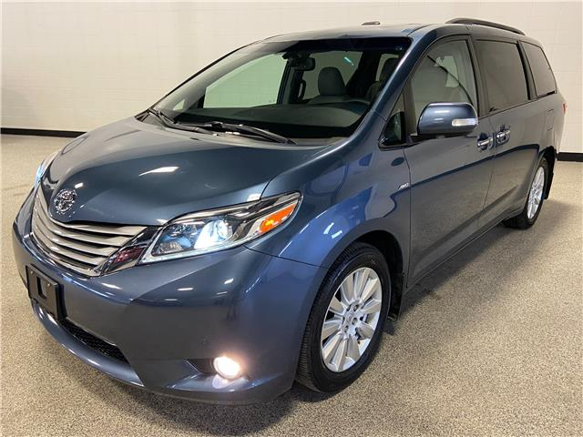 2017 Toyota Sienna XLE 7 Passenger (Stk: P12663) in Calgary - Image 1 of 30