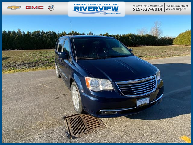 2013 Chrysler Town & Country Touring (Stk: 21045A) in WALLACEBURG - Image 1 of 23