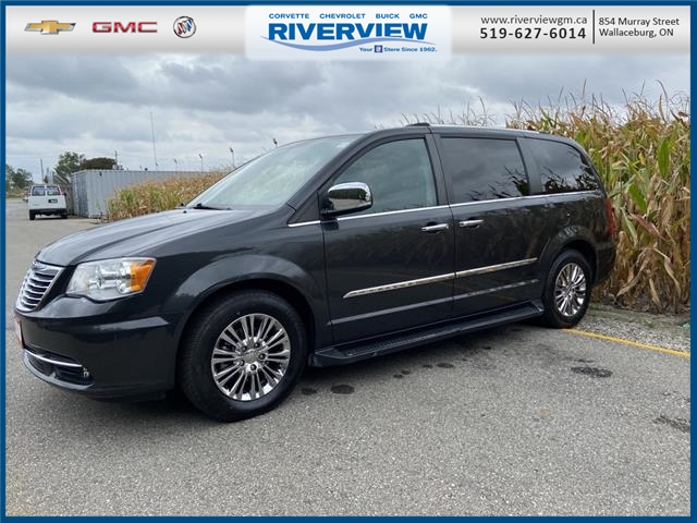 2011 Chrysler Town & Country Limited (Stk: U1920B) in WALLACEBURG - Image 1 of 8