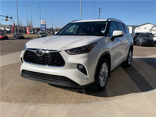 2021 Toyota Highlander Limited (Stk: DZ2279) in Medicine Hat - Image 1 of 29