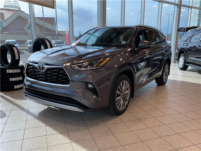 2021 Toyota Highlander Limited (Stk: DZ6254) in Medicine Hat - Image 1 of 28