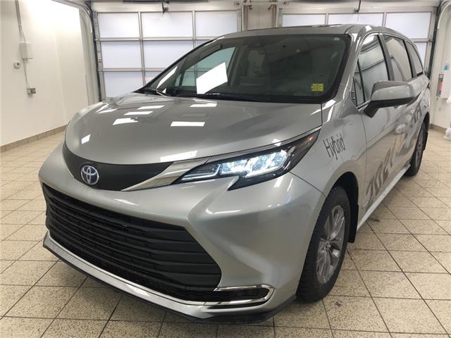 2021 Toyota Sienna XLE 8-Passenger (Stk: 210132) in Cochrane - Image 1 of 30