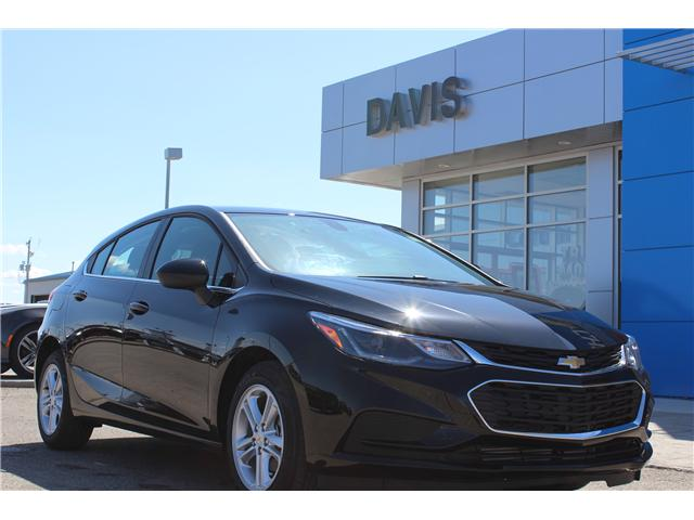 2018 Chevrolet Cruze LT Auto (Stk: 191398) in Claresholm - Image 1 of 19