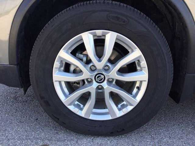 2018 Nissan Rogue SV (Stk: A6605) in Hamilton - Image 2 of 25