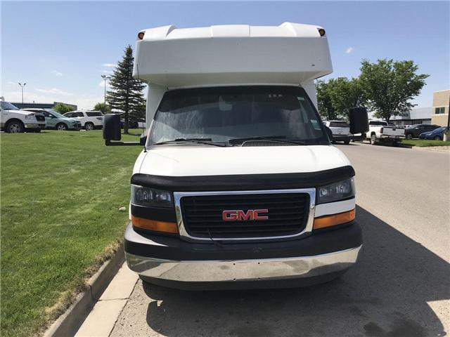2012 GMC Savana Cutaway 4500 Series (Stk: 129502) in Lethbridge - Image 2 of 18