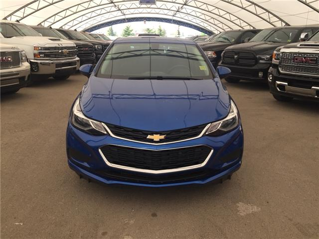 2018 Chevrolet Cruze LT Auto (Stk: 165563) in AIRDRIE - Image 2 of 20