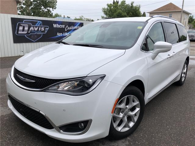 2017 Chrysler Pacifica Touring-L Plus (Stk: 9810) in Fort Macleod - Image 1 of 23