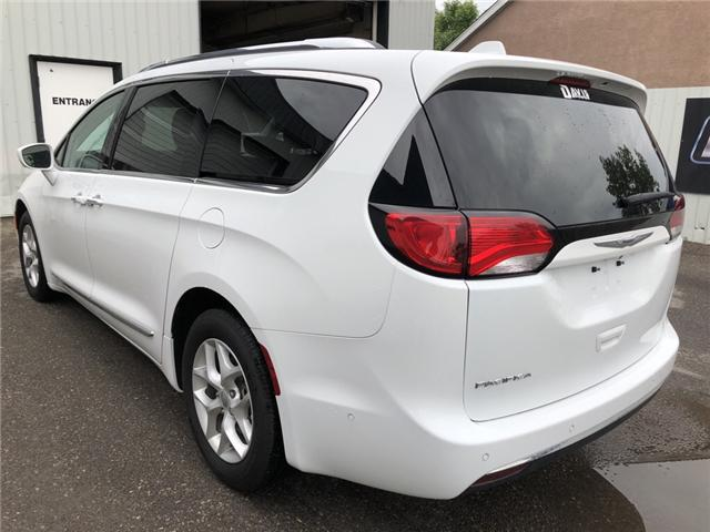 2017 Chrysler Pacifica Touring-L Plus (Stk: 9810) in Fort Macleod - Image 2 of 23