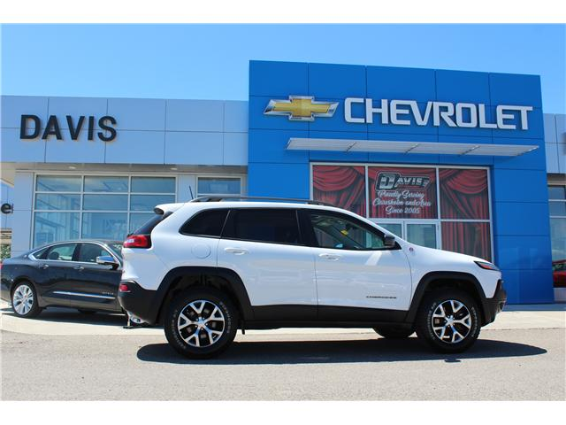 2017 Jeep Cherokee Trailhawk (Stk: 193936) in Claresholm - Image 2 of 23