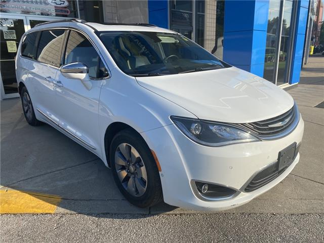 2017 Chrysler Pacifica Hybrid Platinum (Stk: 21-0725A) in LaSalle - Image 1 of 17