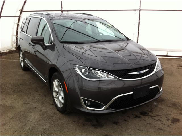 2018 Chrysler Pacifica Touring-L (Stk: R8152A) in Ottawa - Image 1 of 24