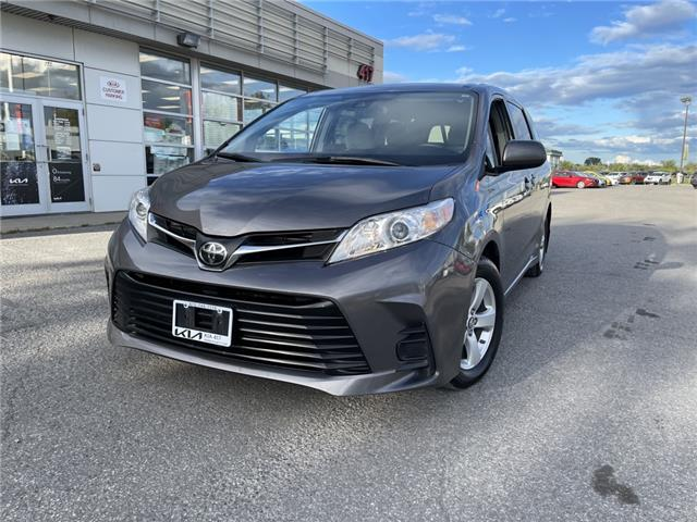 2018 Toyota Sienna LE 8-Passenger (Stk: 5512A) in Gloucester - Image 1 of 21