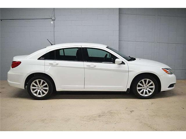 2012 Chrysler 200 TOURING - HEATED FRONT SEATS * ALLOY WHEELS * A/C  (Stk: B2697) in Kingston - Image 1 of 30