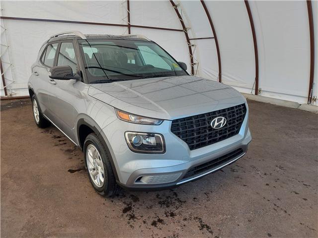 2022 Hyundai Venue Preferred w/Two-Tone (Stk: 17786) in Thunder Bay - Image 1 of 17