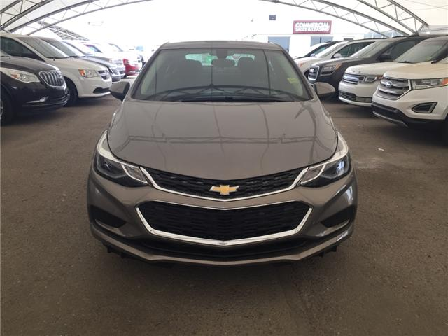 2018 Chevrolet Cruze LT Auto (Stk: 159772) in AIRDRIE - Image 2 of 25
